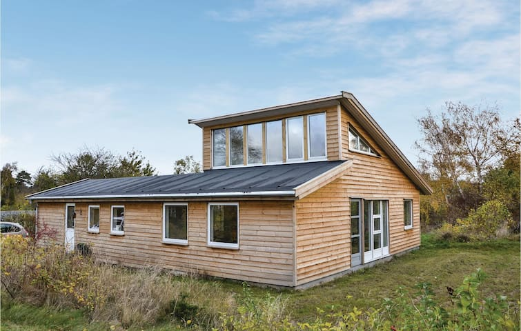 Holiday cottage with 2 bedrooms on 95 m² in Ølsted