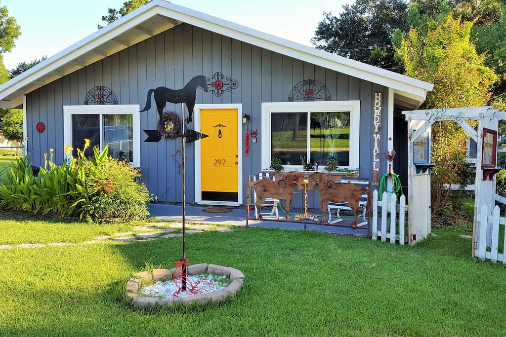 Welcome to the Cutest Cowboy Cabin in Lake Livingston 3/2, on secluded street near park and bird sanctuary with lake views from side of home and back. Public Boat Ramp located near front of neighborhood. Neighborhood has a pond, Marina Café on the Lake, Boat Rental and Convenient Store.