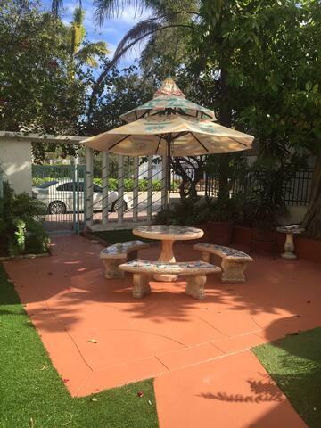 garden courtyard fenced