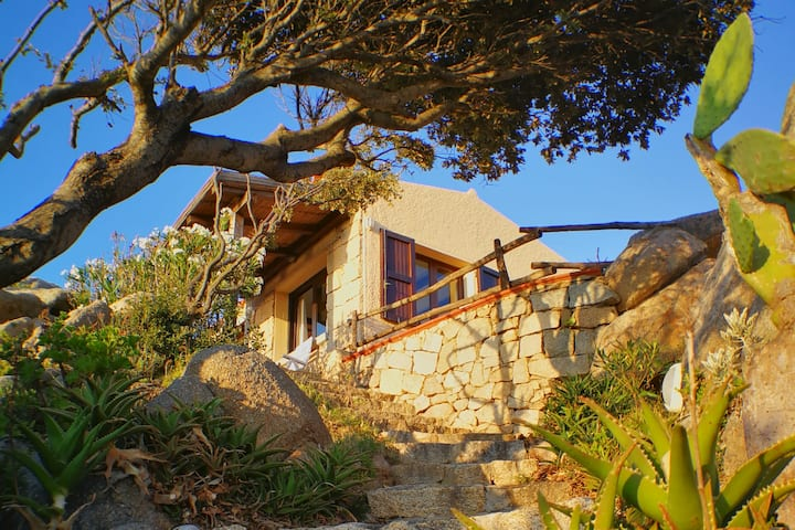 Villa on the Rocks / Stunning view / 6 to 7 guests