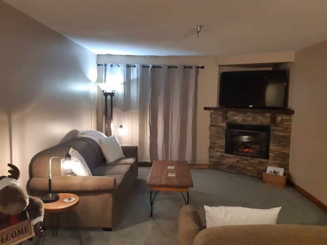 Renovated ski-in/out condo w indoor pool/hot tub
