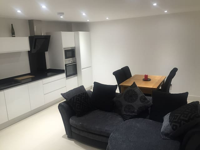 Brand New Luxury Modern Apartment - Potters Bar - Departamento