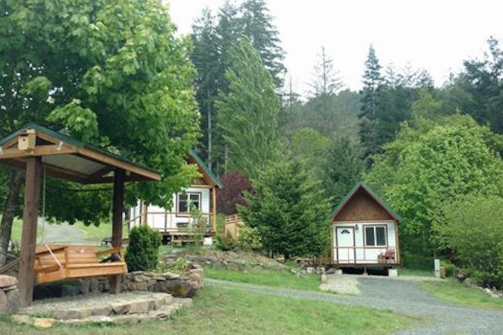 The King Cabins & park swing