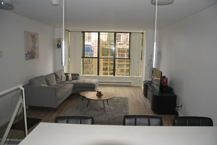 Modern Loft Condo in Heart of Downtown Vancouver