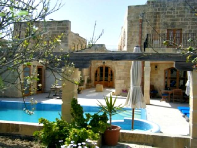 Imgarr 3 Bedroom AirCondition Outside Pool Jacuzzi - L-Imġarr - Villa