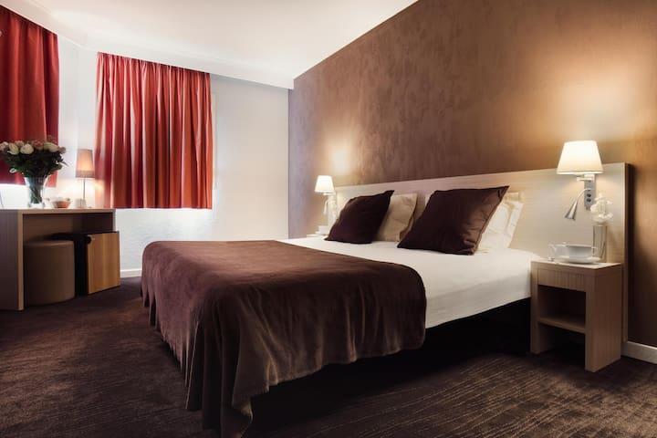 Hôtel de l'Étoile, Antibes Centre - Antibes - Bed & Breakfast