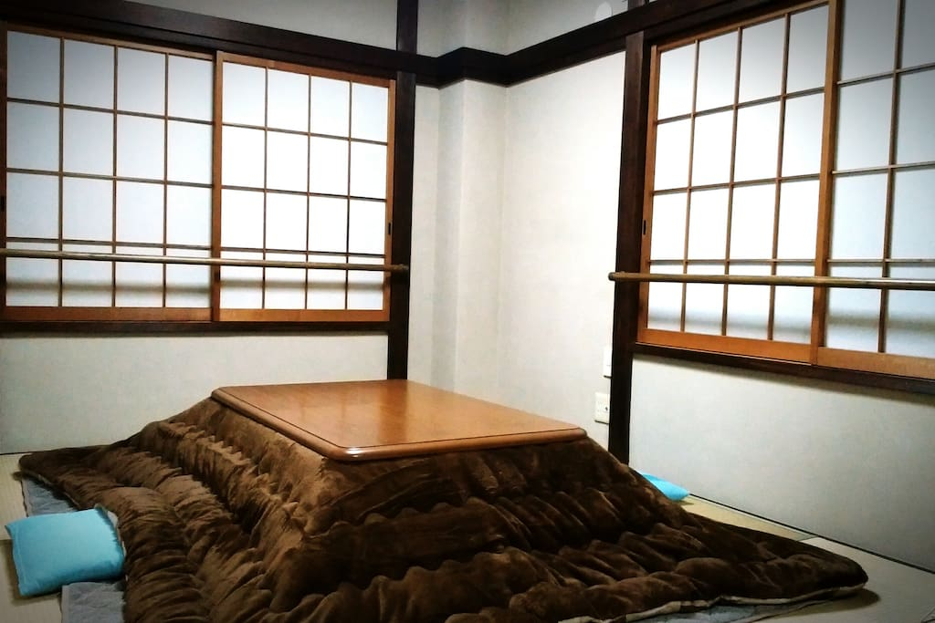 This is a kotatsu. Body and mind are warming and relaxing. (Winter only)