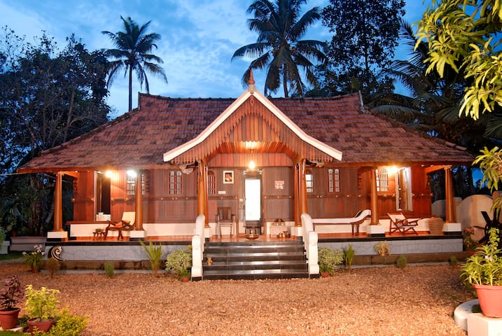 Garden View Premium Wooden Heritage Twin Room - Pullinkunnu - Appartement