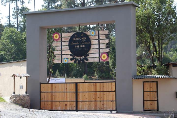 Rancho Santa Teresa Cabaña Monarca Avandaro, Valle