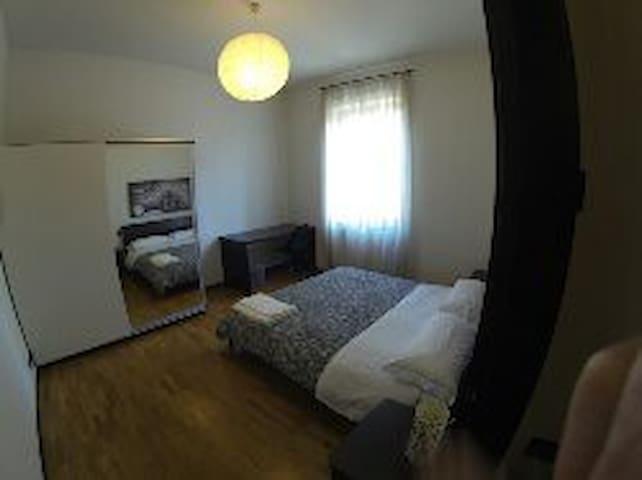 Camera doppia con bagno condiviso - Bergamo - Villa