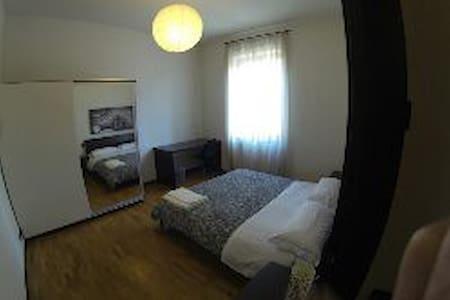 Camera doppia con bagno condiviso - Bergamo