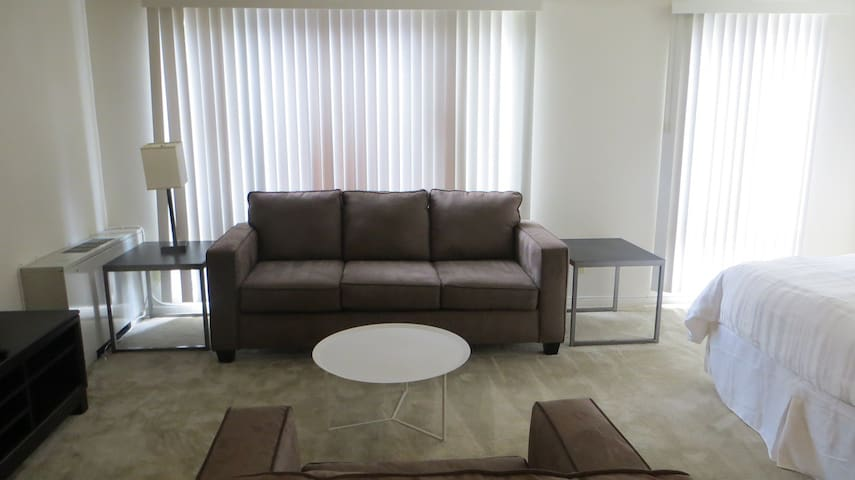 Studio Apartment Downtown DC! Community Amenities!