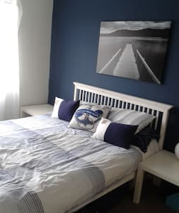 Double room with kingsize bed - Luton