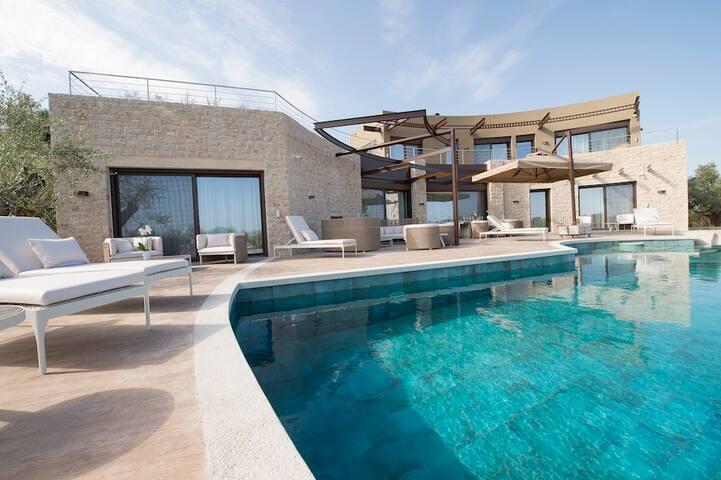 5BR Luxury Villa Peloponnese by UniqueVillas