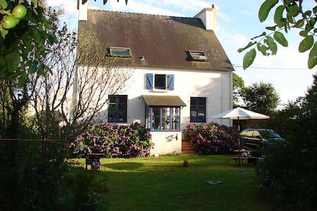 Charmant stenen landhuis - Trégourez - Hus