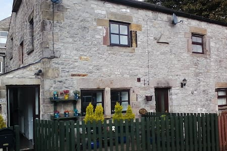 Buxton Town Edge Character Cottage - Buxton - Casa