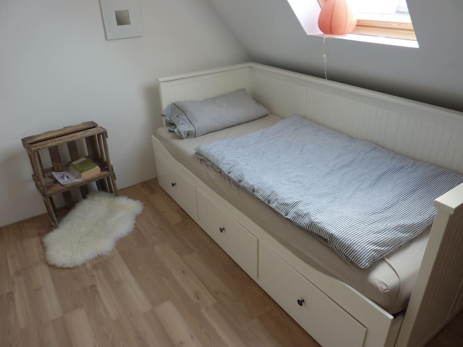 Ausziehbares Bett im Dachgeschoss