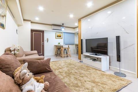 全新裝潢雙臥室!小巨蛋豪華2~6人房 有電梯冷暖空調 交通便利 安靜舒適 遠眺101 美食林立。