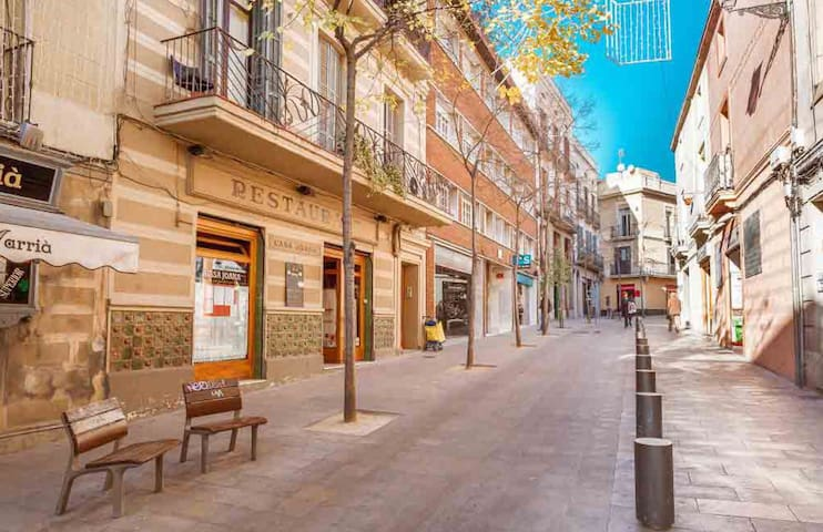 Carrer Major de Sarrià: restaurants, little shops and more