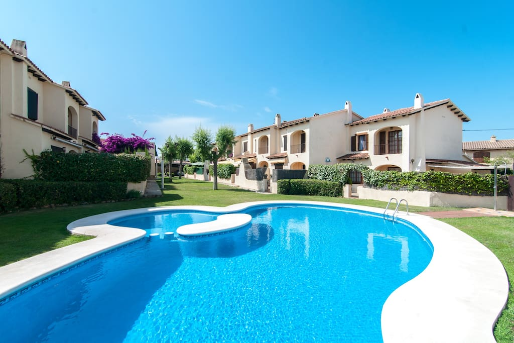 Beach house w pool near barcelona houses for rent in - Houses to rent in uk with swimming pools ...