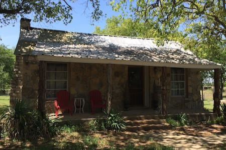 Country Charmer near Bosque River - House