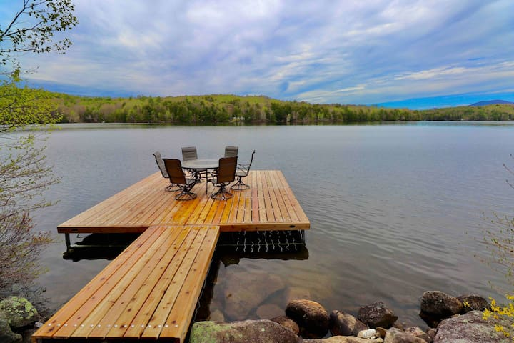 Peaceful waterfront retreat full of attractions!
