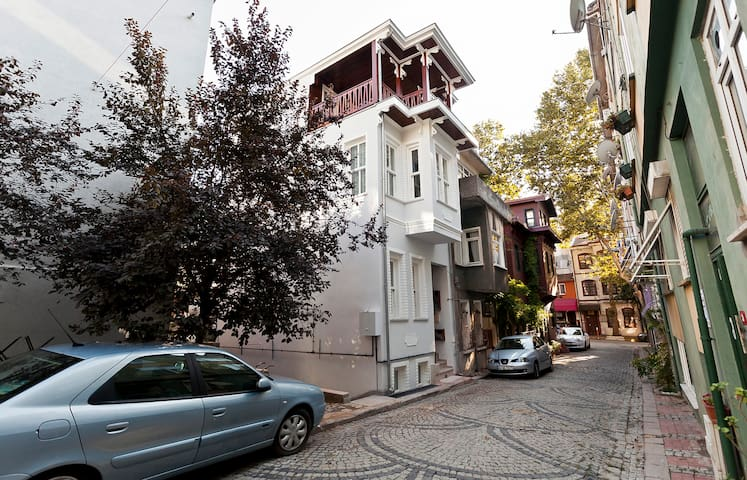 Fully-restored Kuzguncuk residence