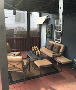 Large SF BR & Deck,Private Entrance - House