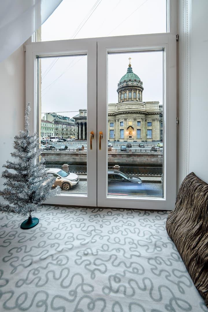 Дизайнерская квартира с видом на Казанский Собор
