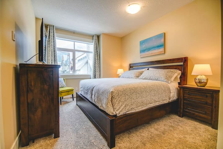2cd king size BR with BTH enjoy mountain view