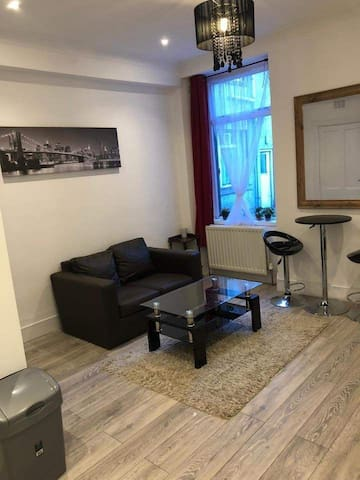 Double room in a 2 bedroom flat in city center