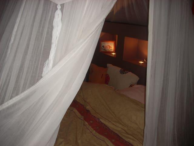 Chambre double avec balcon - Centre Ville - Lägenhet
