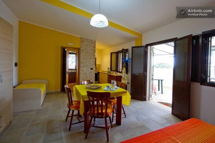 Apartment with garden in Salento (near P. Cesareo)