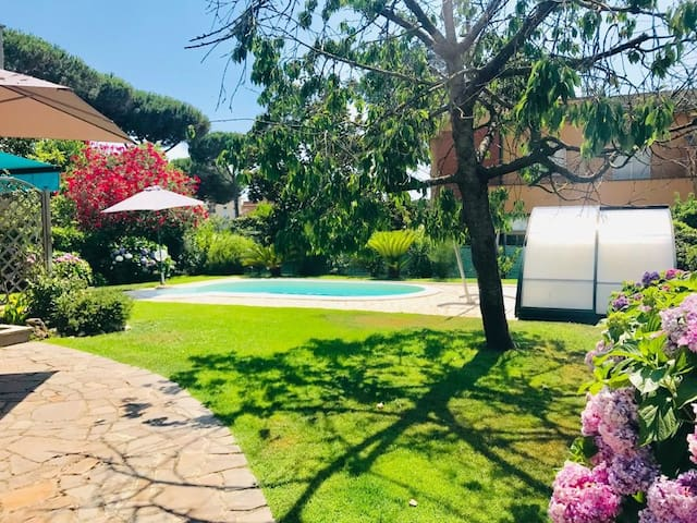 VILLA WITH PRIVATE GARDEN AND POOL NEAR BEACH