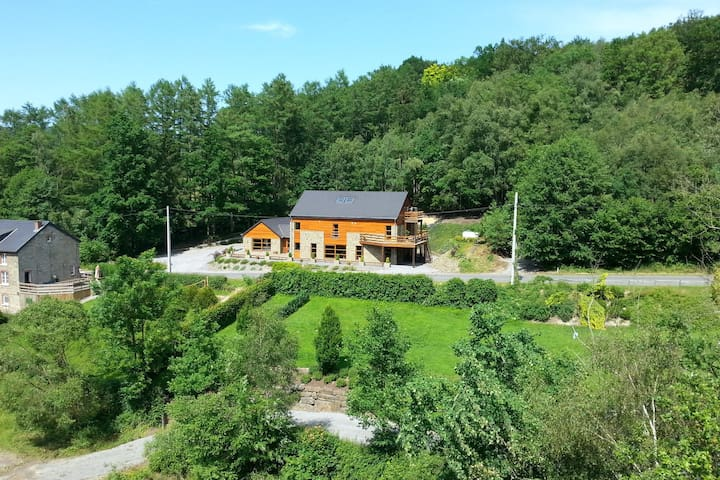 Luxurious Holiday Home in Stoumont with Swimming Pool