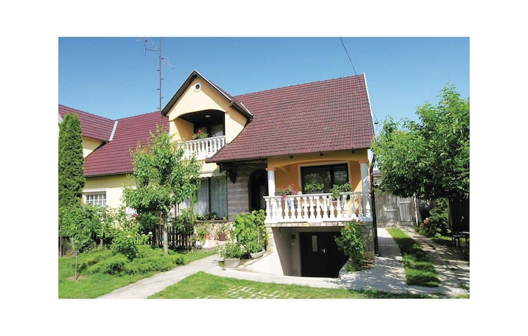 Semi-Detached with 4 bedrooms on 120 m² in Balatonszárszó