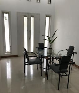 Cosy modern homestay in an ideally placed complex