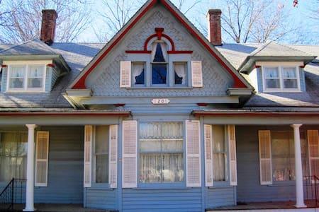 The Founders Elm Inn / B&B - Pleasanton - Bed & Breakfast