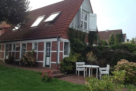 Fachwerkhaus, idyllische Deichlage - Neuhaus - Maison