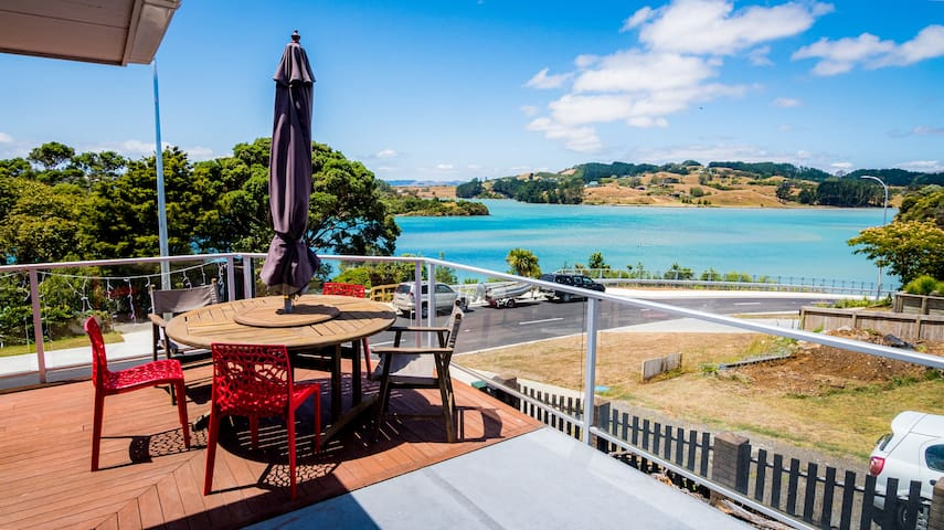Harbourview Home - walk to town, close to beach