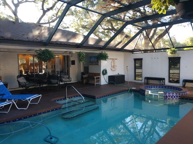 Cabana/Guest house w/spa/pool 5min to Siesta key.