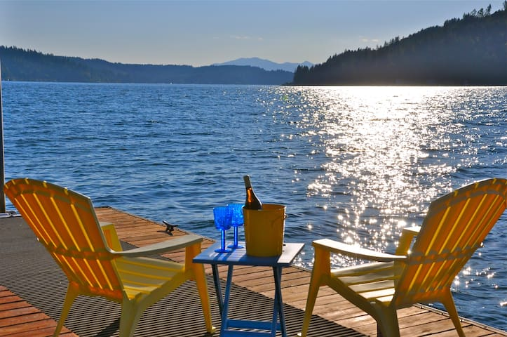 Hood Canal Gem! Views, Hot Tub & Oyster Beach! - Union - Casa