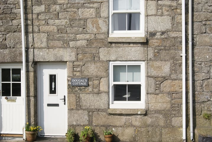 Dougal's Cottage, Sea Views, Garden , Pets,WiFi - Pendeen