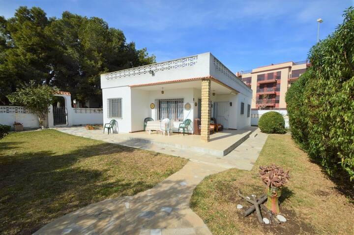 Villa with yard and swimming pool, beach 300m away
