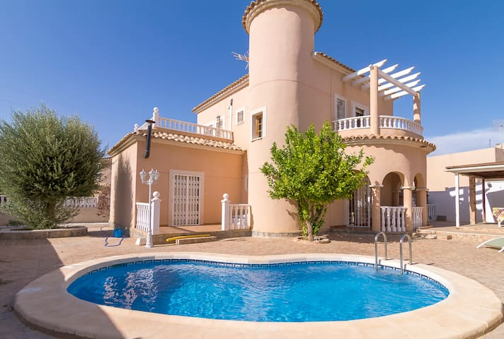 Big villa with private pool/garden - Ciudad Quesada - Huvila