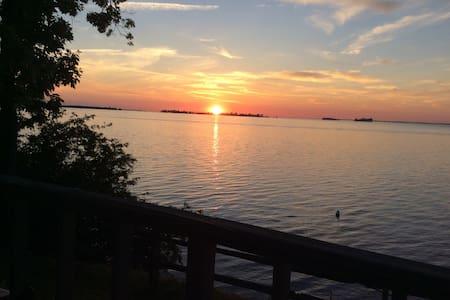 Hendy: lakeside sun + sunset
