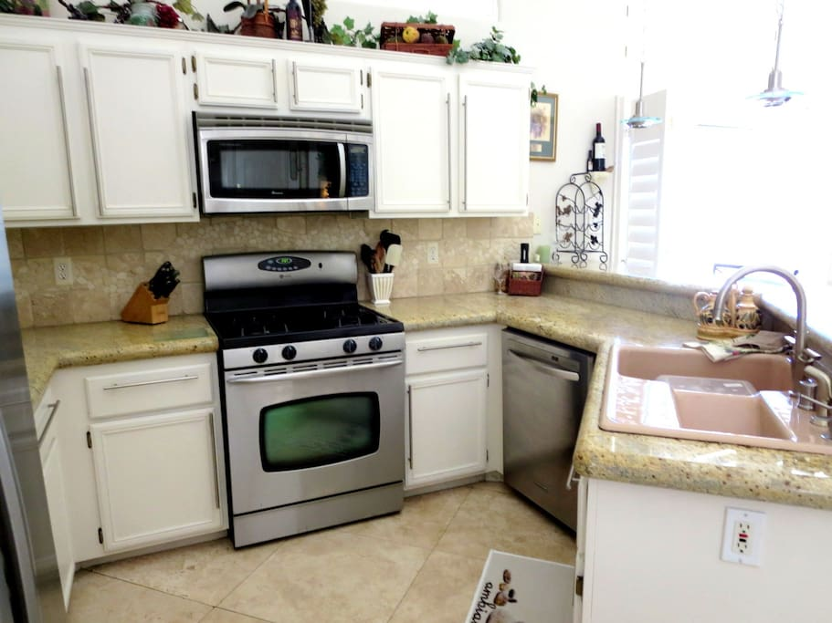 Many comforts of home, stainless steel appliances, granite counters, and all the basic cooking tools! (But who wants to cook on vacation. Right?)