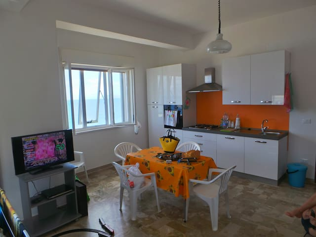 ETNA: apartment in front of the sea. 4 places + 1