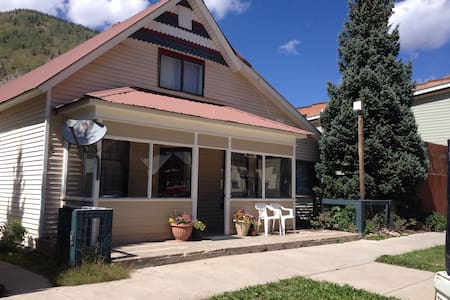 Awesome place to stay in downtown Silverton. Perfect for all seasons. Families welcome!