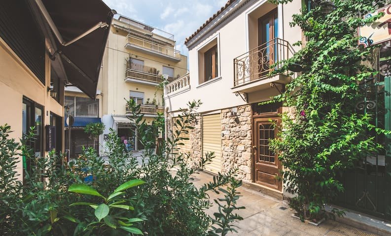 Stone house near Acropolis | Ederlezi Diamond